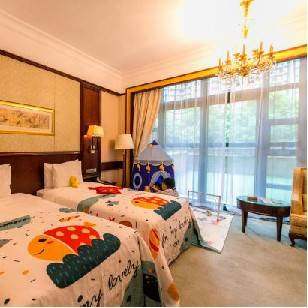 全年不加收【广州恒大酒店】666元抢恒大酒店套票,园景双床+2大1小早餐+儿童手工diy+恒温泳池+健身房+儿童欢乐中心。三大套票任意选择,与家人过来度过一个完美的周末吧~