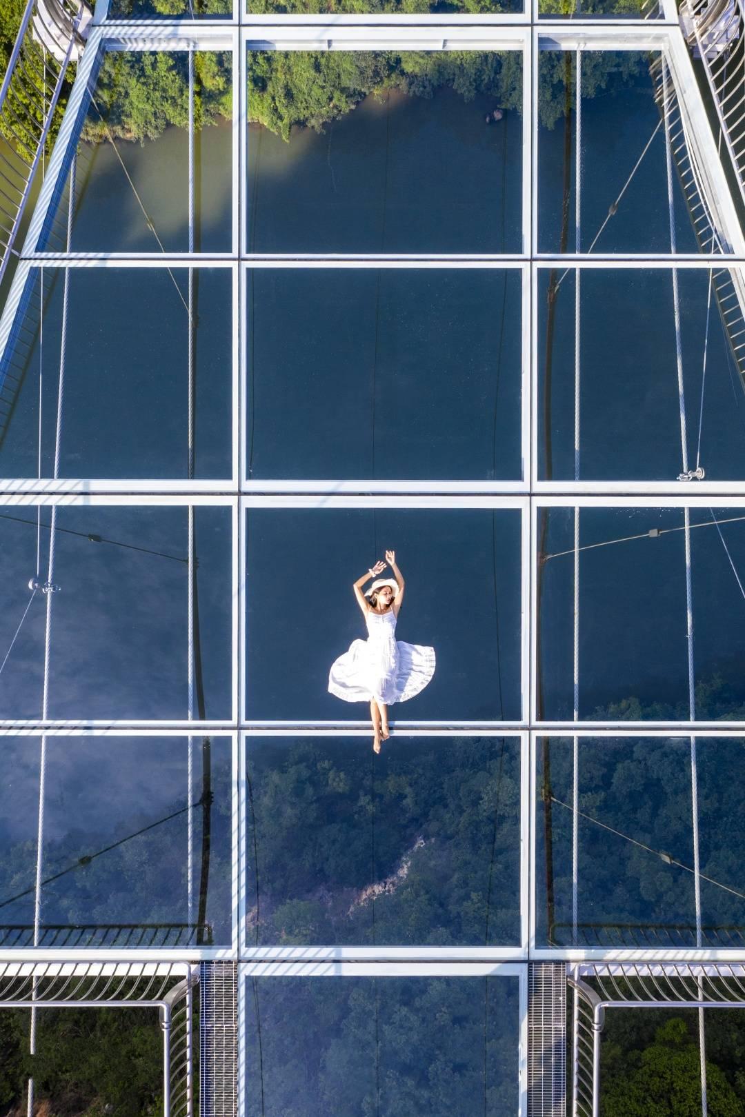 """【清远.连州】湟川三峡 ·擎天玻璃桥-网红打卡,吉尼斯世界纪录认证的世界上""""最长的玻璃桥"""",半价票(含擎天玻璃桥门票、渡船、回程旅游观光车接送)"""