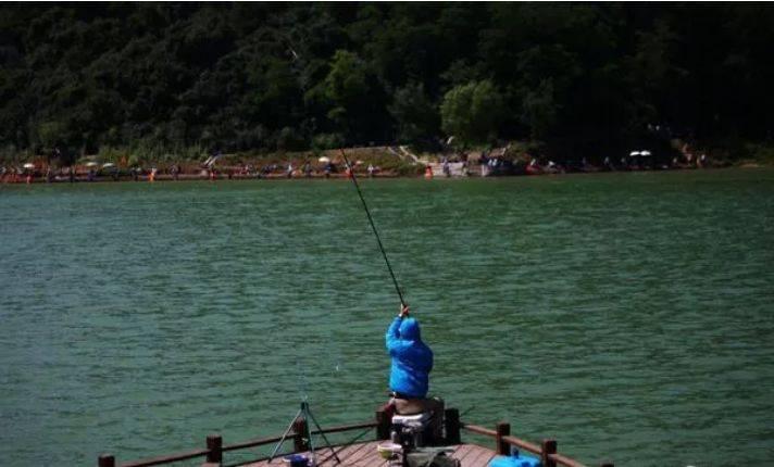 【广州·花都】【疫后促销】年后已全新升级!仅需39.9元享美林湖花果山芳香小镇2大1小套票,入园观光+军事乐园射击+戏鱼池捞鱼,还有更多惊喜等你来体验!