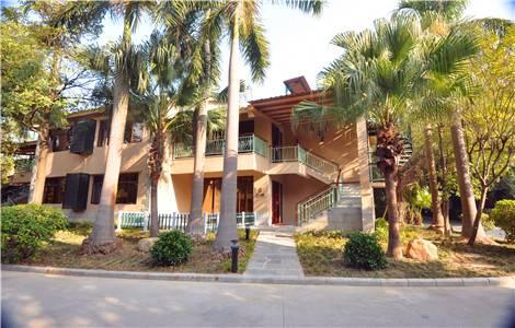 清远聚龙湾空中温泉别墅三房一厅 三间标双房,含六人自助晚餐 六人