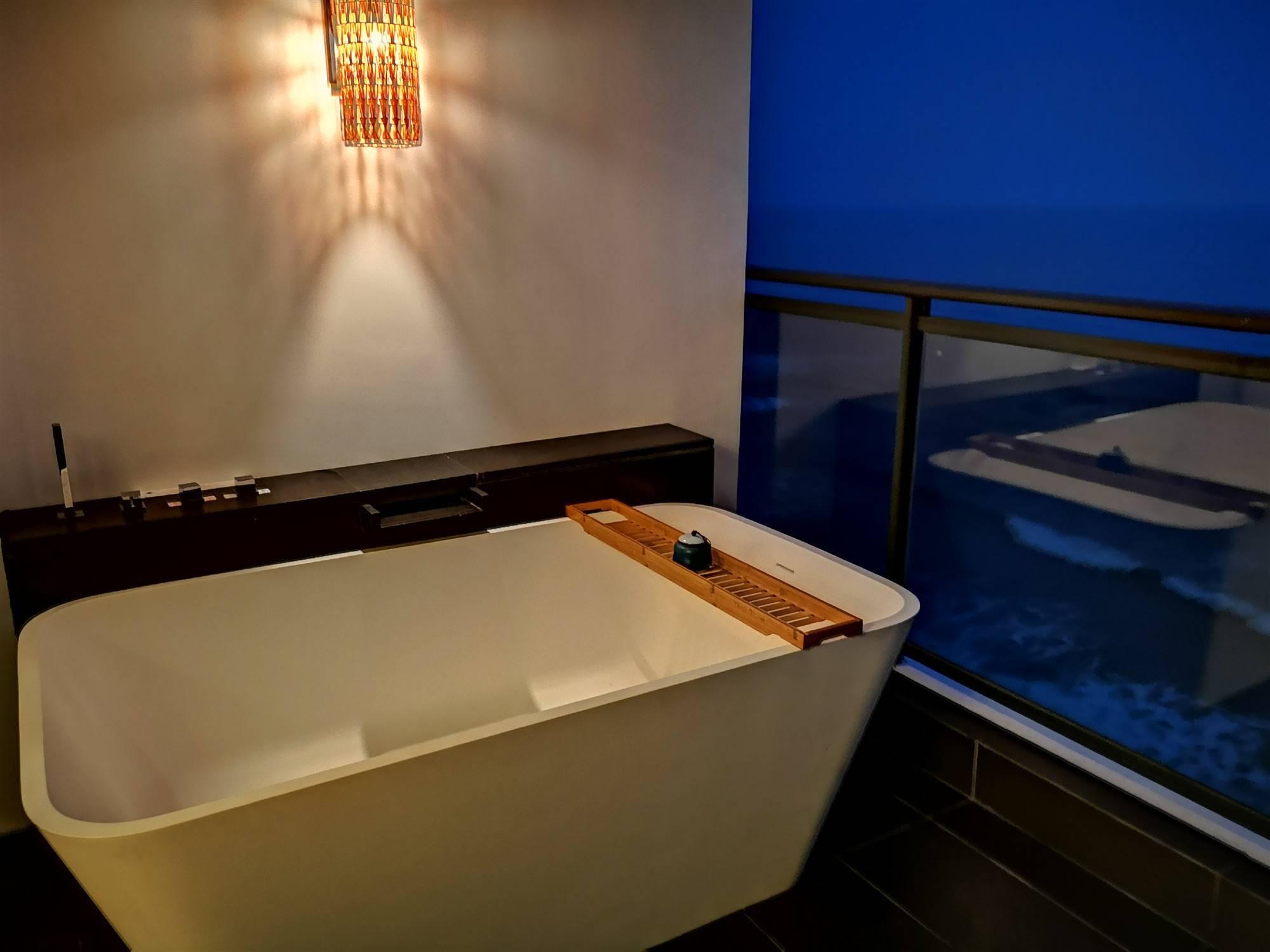 【限时抢购】全家出游,海边度假!¥750抢惠州双月湾檀悦都喜天丽度假酒店天逸亲子全海景套房,2大1小自助早餐+温泉,打卡网红酒店~有效期至2021年5月31日~
