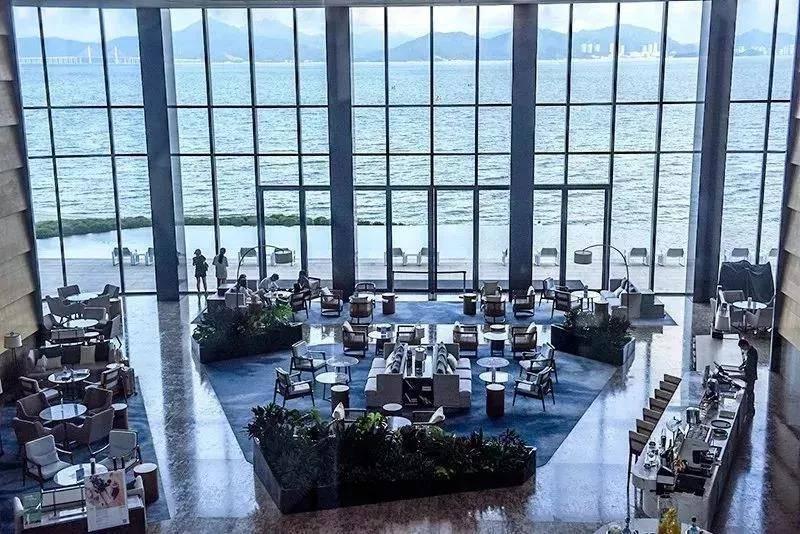 两间夜特惠超划算!惠州小径湾艾美酒店1699元起,省内首家艾美酒店,延绵12公里的铂金沙滩、水清沙滑~每间房都拥有一整面海景,180°零距离望海!