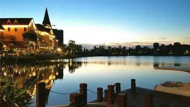 【美的鹭湖】¥998入住佛山美的鹭湖童趣3房花园泳池别墅~泳池、免费儿童玩乐区、自动麻将、厨房、游安纳西小镇,赏白鹭