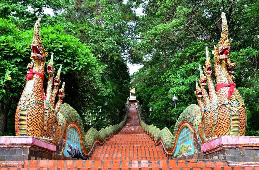 泰国清迈、清莱六天游_泰国清迈双龙寺