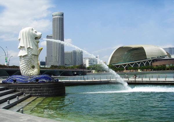 新马五天游景点_新加坡鱼尾狮身像