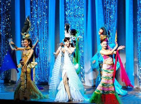 泰国6天游_泰国人妖后表演