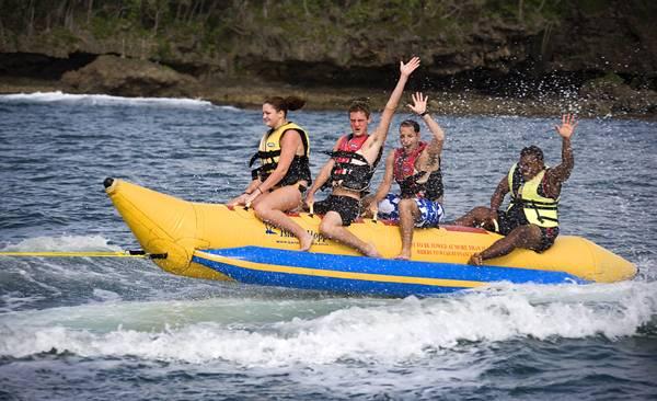 斐济娜玛蕾度假村-香蕉船游玩
