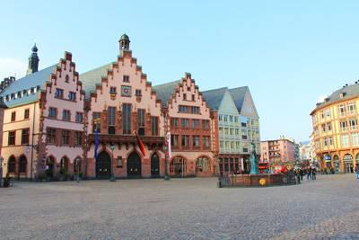 欧洲四国游_德国法兰克福旧市政厅广场