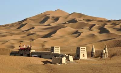 新疆8天游景点_新疆库木塔格沙漠
