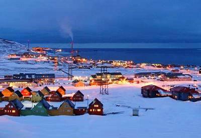 北极旅游景点-挪威朗伊尔城风光