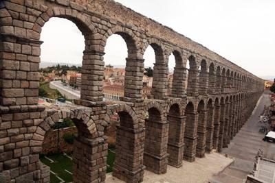 欧洲2国游_欧洲旅游景点:西班牙塞哥维亚罗马水道桥