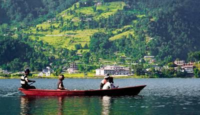 尼泊尔6天游景点:尼泊尔费娃湖乘船浏览