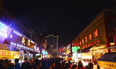 广西四天游_广西南宁中山路美食街