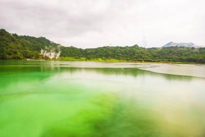 美娜多六天游_印尼美娜多五色湖