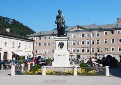 东欧五国波西米亚之旅10天游_奥地利莫扎特广场