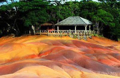海岛旅游推荐景点_毛里求斯七色土