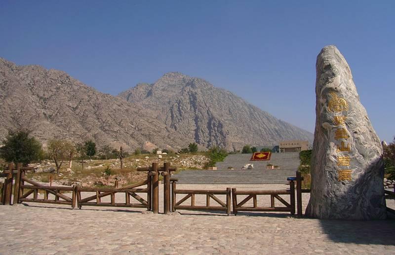 银川 > 文章介绍           贺兰山岩画位于银川市境内贺兰山东麓