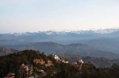 尼泊尔6天游:尼泊尔纳加尔廓观景台观喜玛拉雅山日落美景
