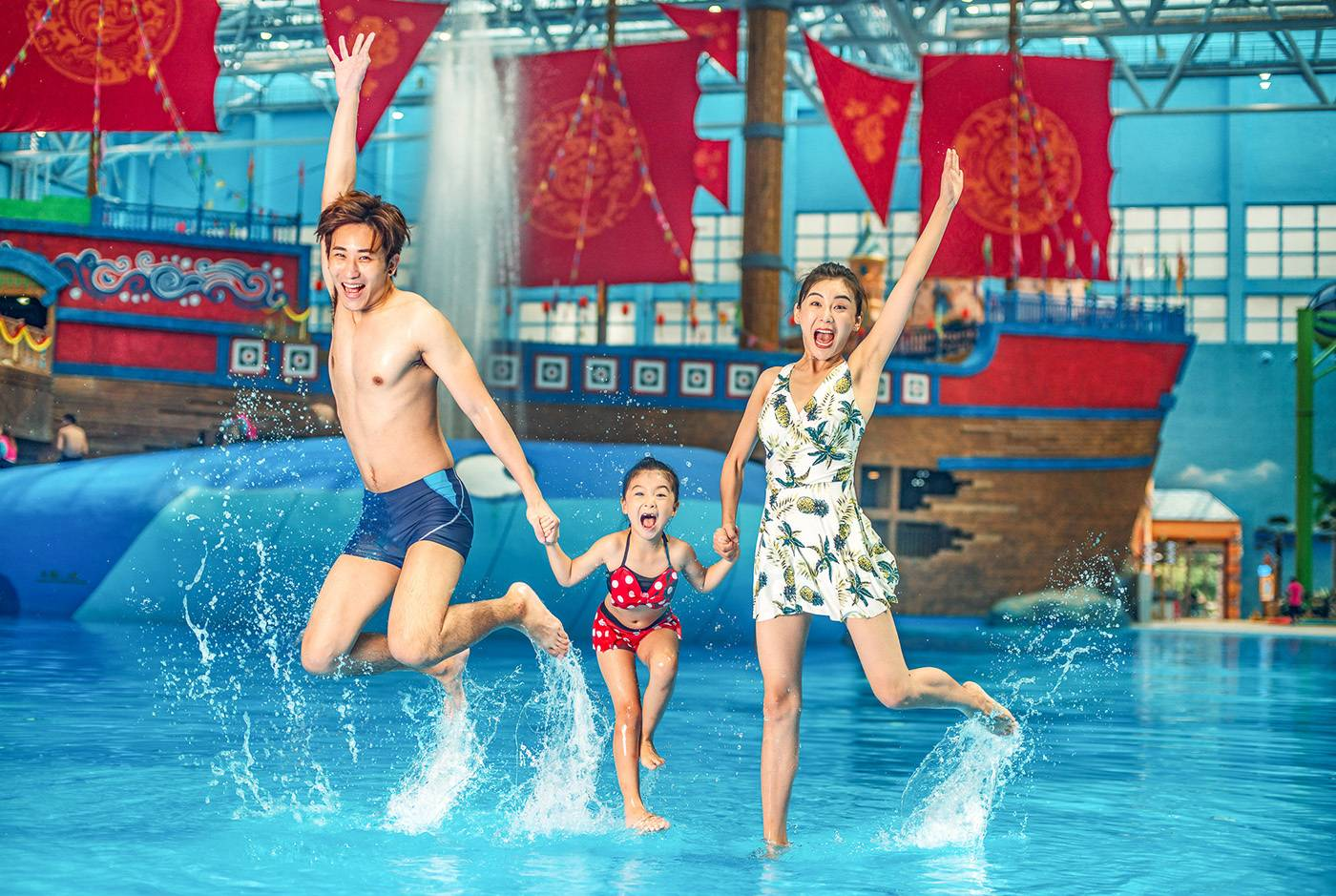 【广州花都】暑假夜专场!239元秒杀融创水世界夜场2大1小家庭门票1张,尽享清凉暑假