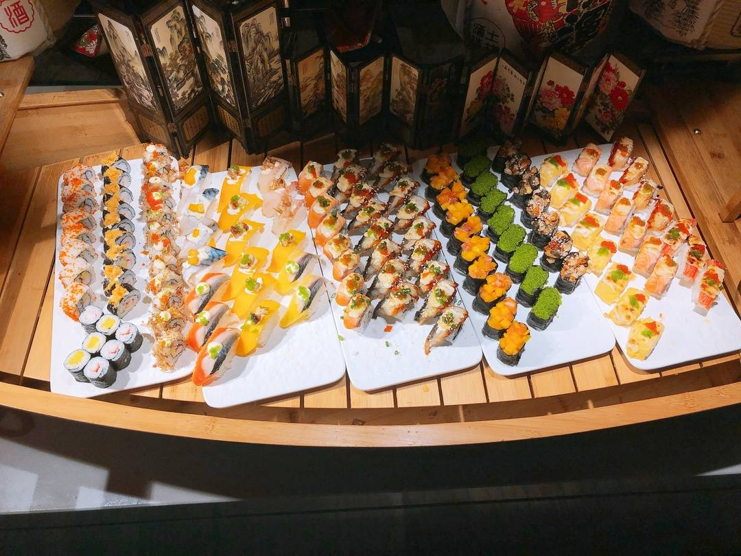 【广州天河】珠江新城地铁站直达,CBD豪华自助餐厅!228元抢广州威珀斯酒店2大1小自助午餐,星级菜品不限量任吃任喝