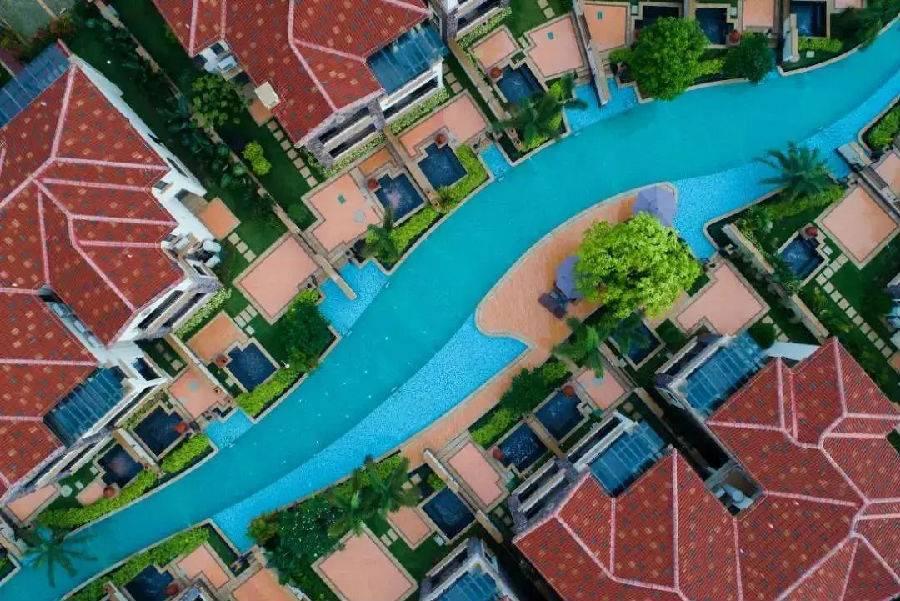 【悦天下温泉酒店】2300元入住亲水3房别墅,周五加收300,周六加600。每房含2大1小早餐、私家花园温泉、畅玩各项娱乐设施
