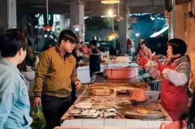 不妨到附近海鲜市场买些回去大展身手