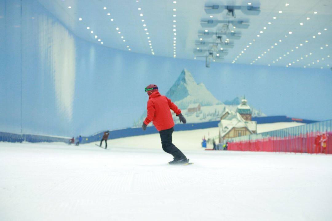 【广州融创雪世界】中午场丨210元购融创初级道 3 小时滑雪票