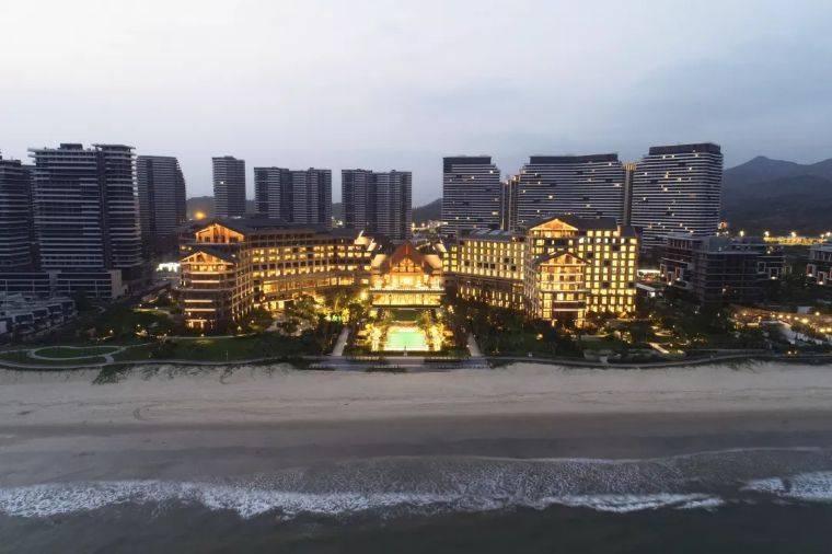 【国庆狂欢】汕尾保利希尔顿让一亿人疯狂前往的海边度假酒店!独享7公里优质海岸线,豪华大床房+双人早餐+下午茶+室内外泳池!仅1800元起!