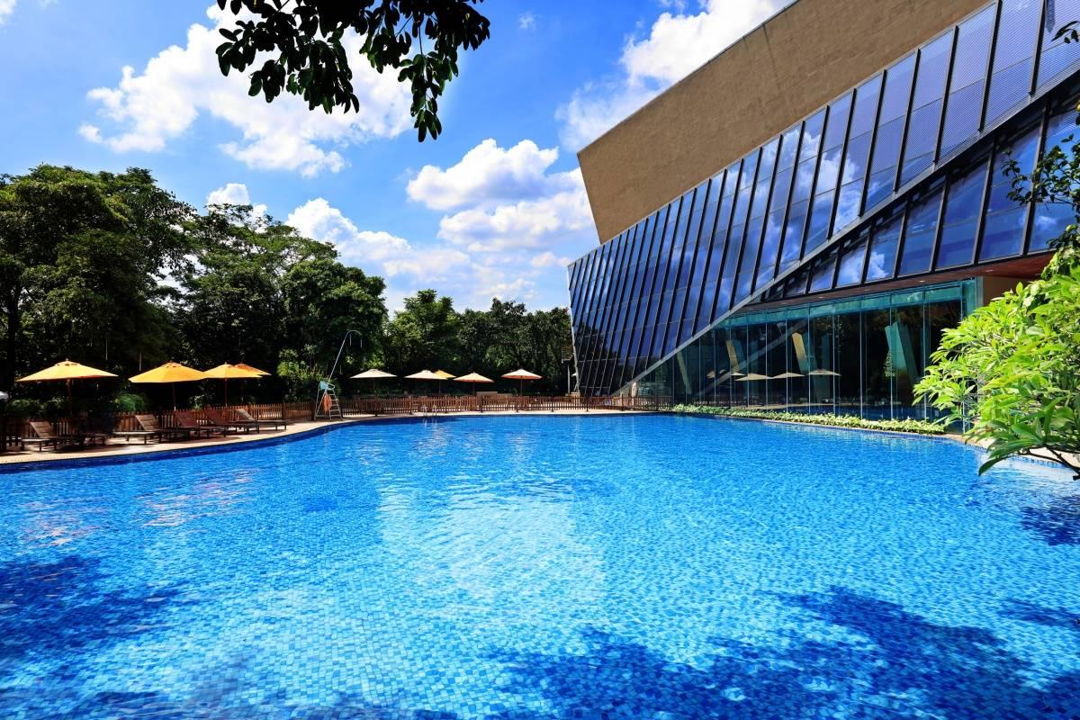 室外泳池.jpg