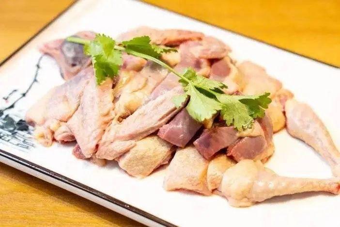 清远鸽滞销!99元=5只光鸽,粗食喂养,不添加任何激素,肉质细腻,香嫩可口,烧卤炖汤都美味,广东省冷链包邮!