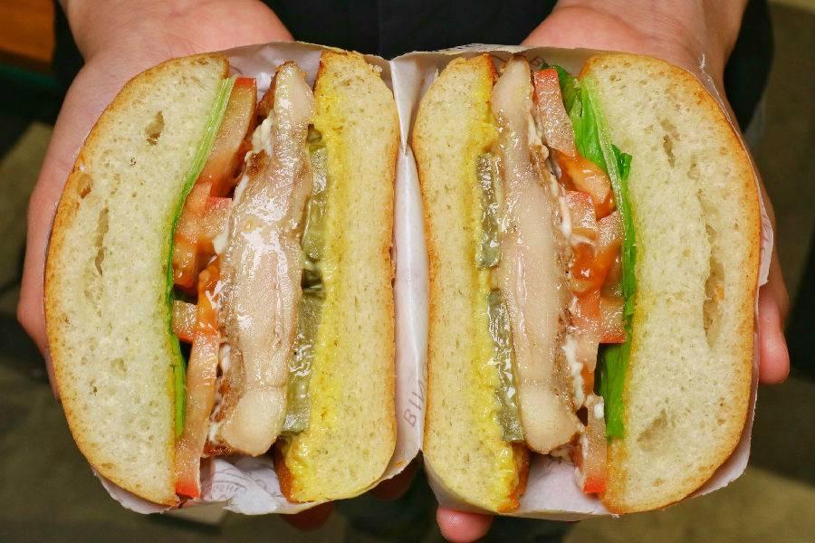 【宝安·壹方城】59.9元享原价134元『宾仕迪豪华汉堡』2-3人套餐:招牌牛肉汉堡+炭烧鸡腿堡+薯条+美式洋葱圈+可乐/雪碧两杯;正宗美式汉堡,纯手工现场制作!