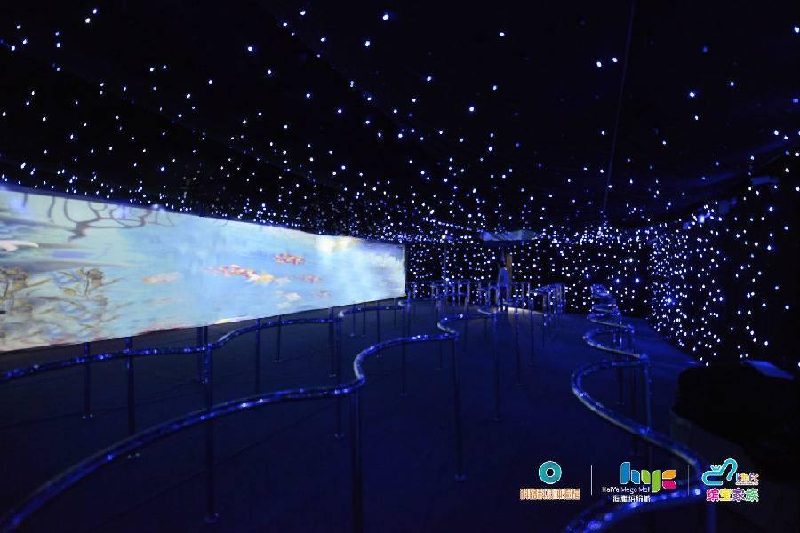 【深圳】【宝安海雅缤纷城·VR】60台VR设备!一票通玩!49.9元抢96元『海雅缤宝家族x科路科技体验馆』 1大1小体验票:可玩45分钟,全场通玩 ;VR航天宇宙学习、VR steam游戏体验、艺术科技画画互动趣玩都在这儿!这个暑假孩子们的好去处!