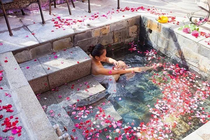 霸州玫瑰温泉次卡——这世界除了你,我最想泡的就是温泉