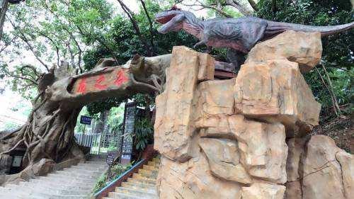 【深圳】【爆款热卖】开学特惠~游玩超逼真的恐龙主题乐园!45元超值抢购求水山龙之谷1大1小亲子游乐套票,逼真恐龙+丛林穿梭、射箭、蹦床、攀岩等诸多项目一票通玩!快点带着孩子穿越到恐龙世界吧!