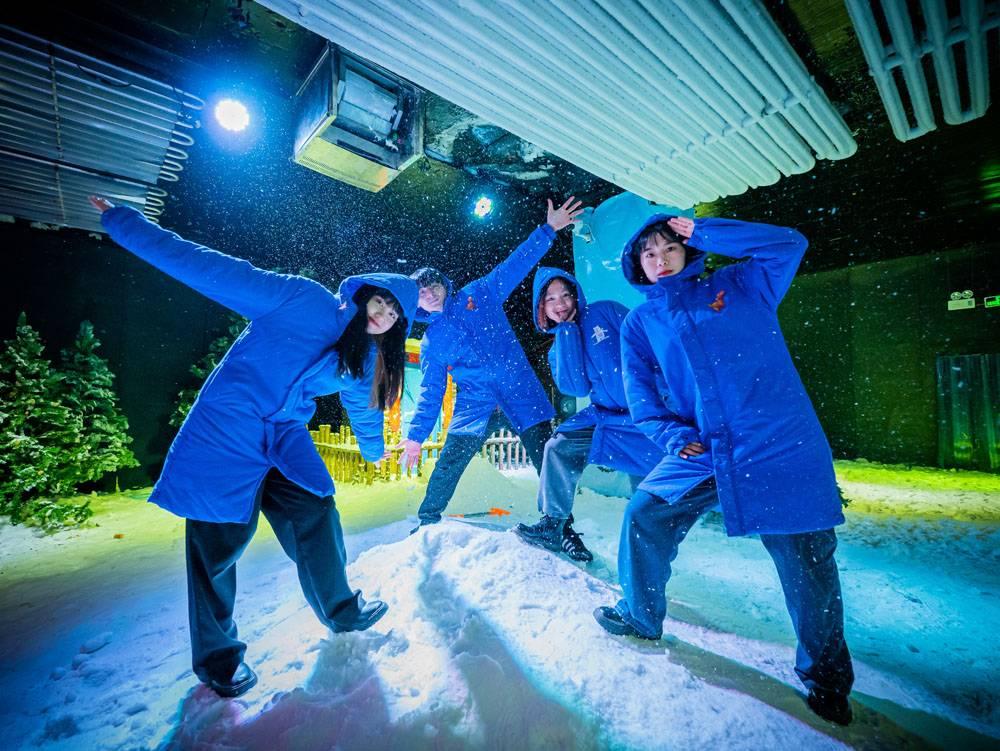 【佛山亲子特惠】1300㎡人造冰雪乐园~29.9元抢购侏罗纪冰雪世界1大2小亲子票~,冰雪世界与恐龙的惊险重现,雪花、冰凌、随风飞舞,感受梦幻冰雪之旅~