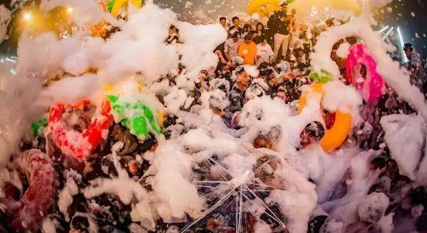 【上海】劲爆福利!29.9元抢周浦花海门票!千人烧烤、泡沫派对、电音演出、游乐项目5折畅玩。这个夏日,在泡沫海洋中湿身、尖叫、刺激!儿童1.3米(不含)以下免费入园~