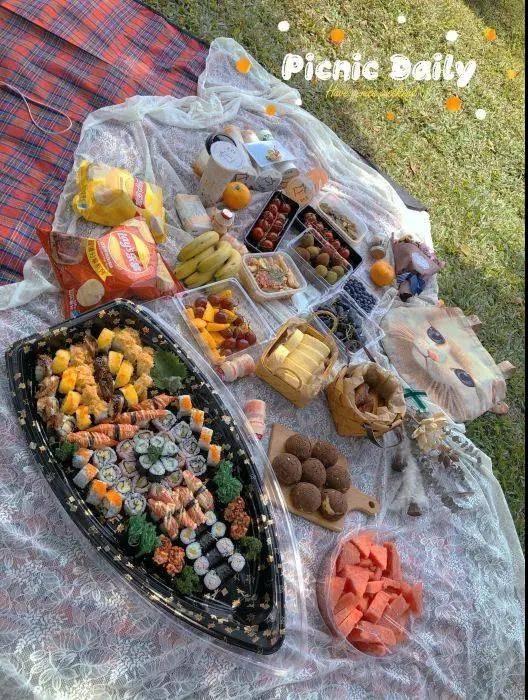 """【佛山】惊现一艘超大""""寿司船""""…哇!82件料理美食仅需¥139.9元!!好料满满,都是惊喜,开party首选哦!"""