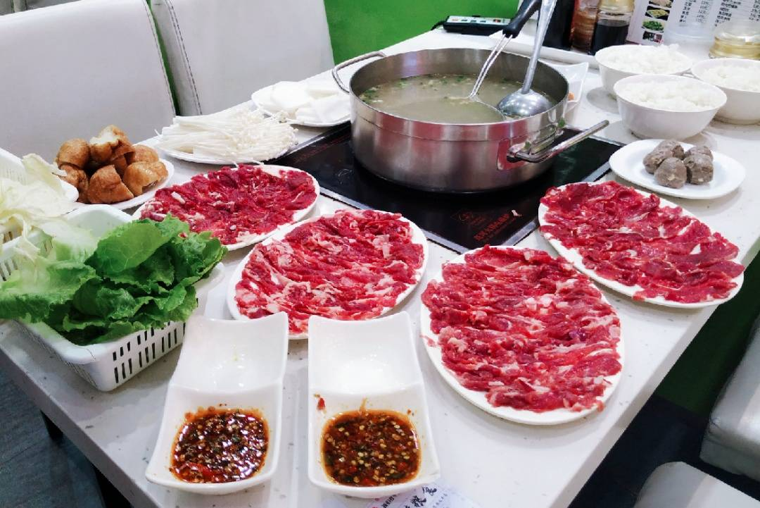 【广州·花城汇   黑山牛肉汤】79元抢鲜切牛肉火锅3人餐,6年品质黄牛肉!
