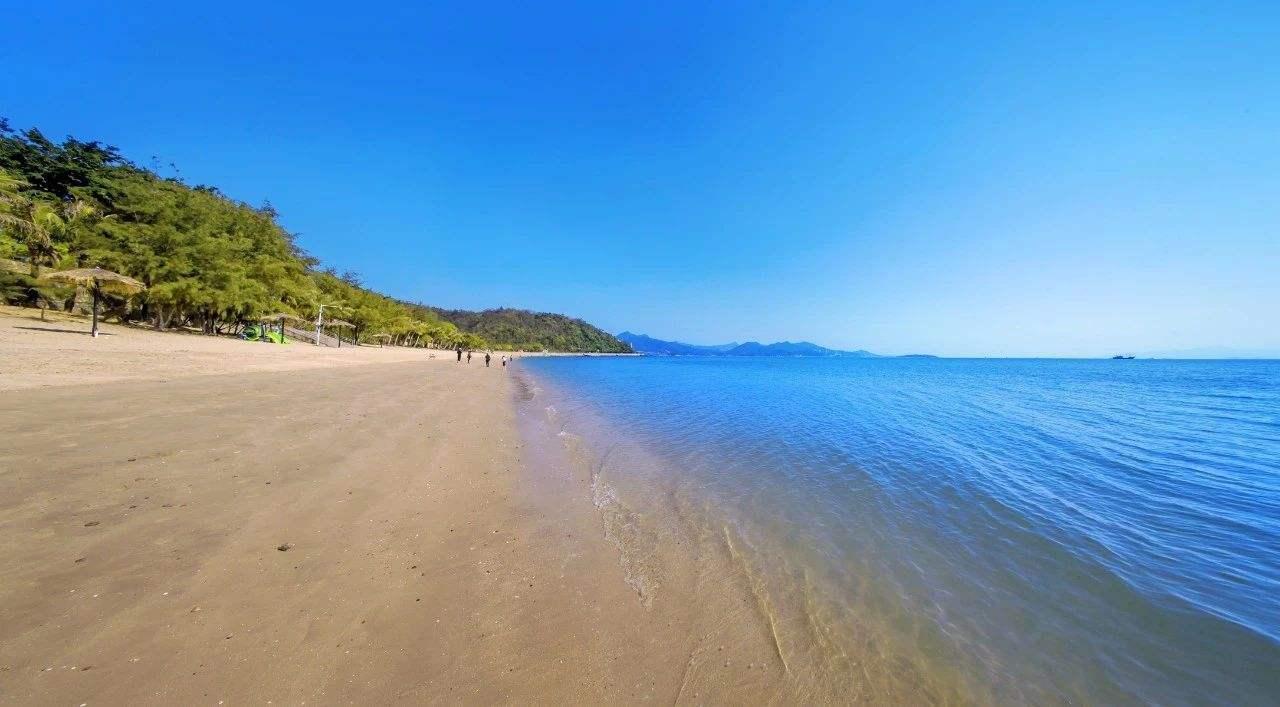 【惠州】所有平日周末不加收,299秒杀原价999十里银滩3房2厅套房,可住5大2小,可煮饭,漫步沙滩观赏海景!