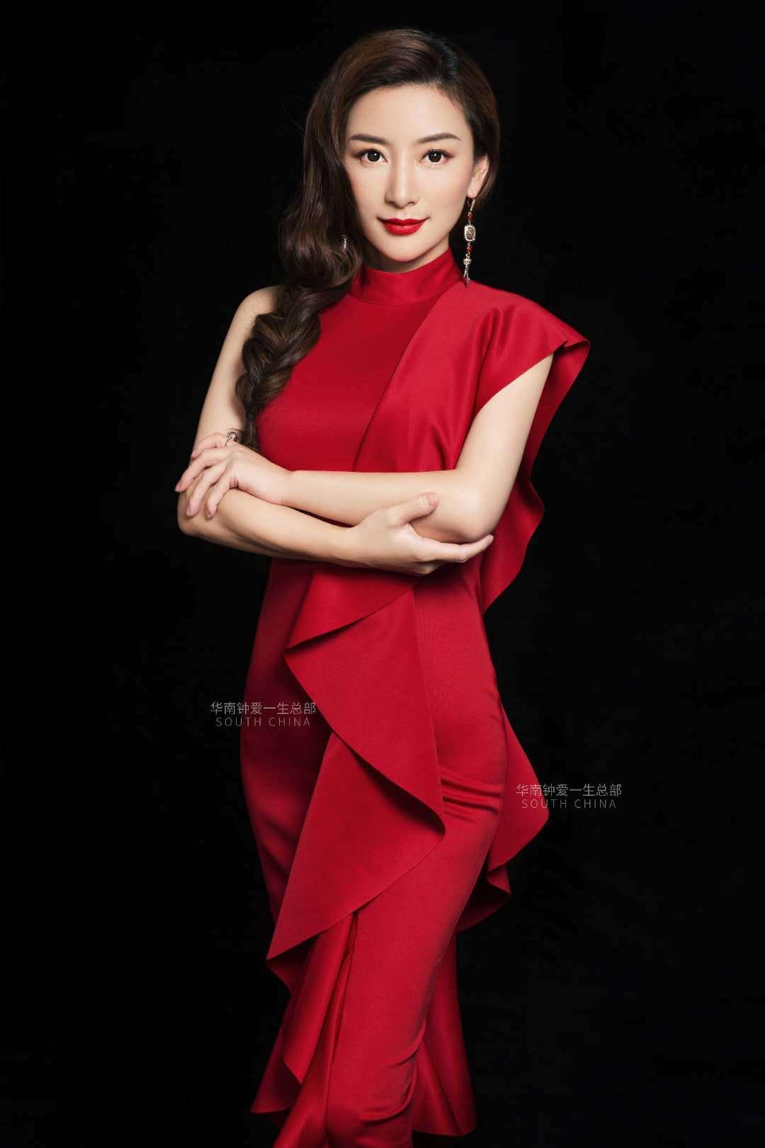【深圳四店通用】有效期到明年5月,299抢钟爱一生婚纱摄影最美职业照+形象照+登记照,一折抢购,赶紧屯起来。