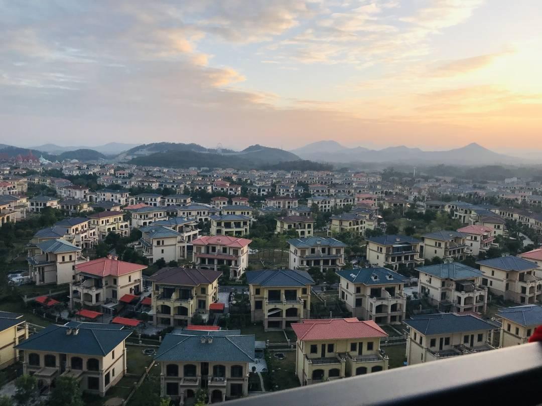 【恩平~恒大泉都】中国首个温泉之乡,疫后修养圣地,只需99元入住恒大泉都豪华两房一厅!免费停车,距广佛80分钟,5大特色分格自如切换!