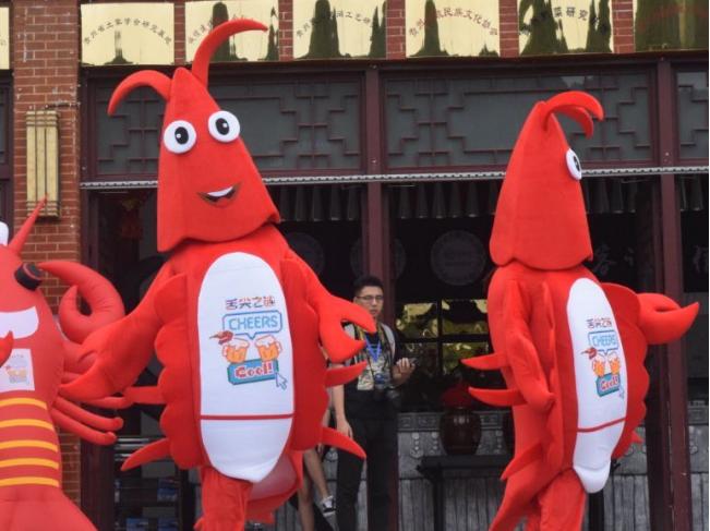 【韶关~水上世界】龙虾音乐节!38.8元疯抢韶关乐奇水上世界1大1小门票,17日-19日还赠送小龙虾1斤,送足15000斤~N多种水上项目狂欢,现场还有各种好玩节目等着你~