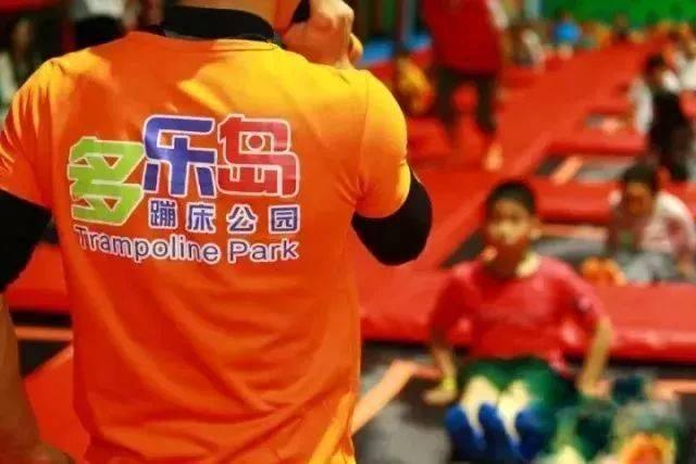 超级爆款!低至39元抢多乐岛2小时单人蹦床畅玩票!上海2店通用,蹦床、海绵池、滑梯、蹦床篮球等感受花式玩法~