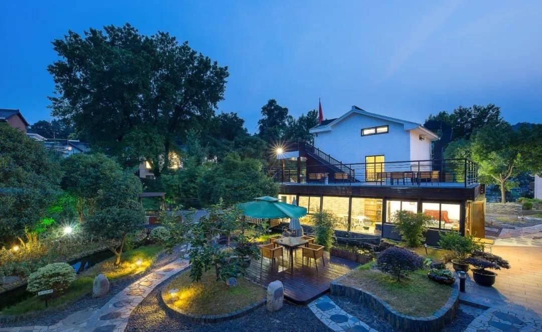 唯美西湖岸,杭州享漫居|¥199立享杭州漫居度假酒店云瑶大床房/繁星双床房,面山而居,对面就是杭州动物园,风景宜人~