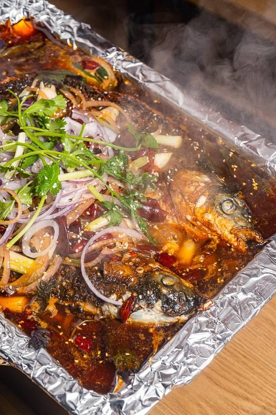 【荔湾】爆啦!49.9元『司木烤鱼』双人烤鱼套餐!2种口味任选!鱼肉鲜嫩爽滑,还有火腿肉、金针菇、娃娃菜!超划算!
