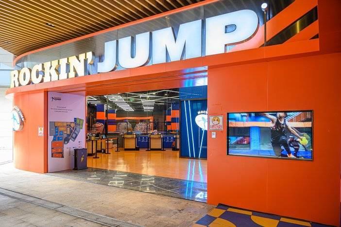 【佛山·禅城·Rockin'jump室内大型蹦床乐园】仅需49.9元购单人畅玩2小时+防滑袜一双!20+项目任你玩