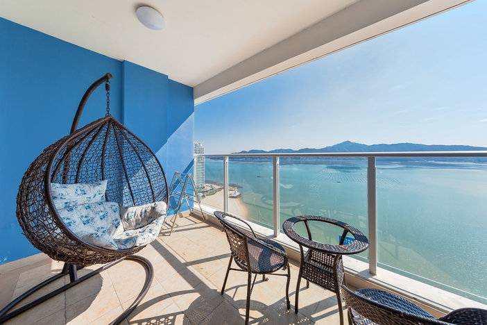 【惠州】下楼就是海、98元入住融创海湾半岛一线正海景房,这里不限行,享私家沙滩+免费WiFi~