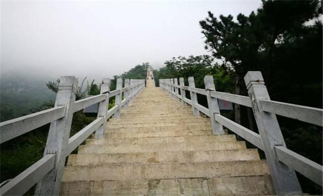 新乡轿顶山风景区门票(景区游客中心换票)