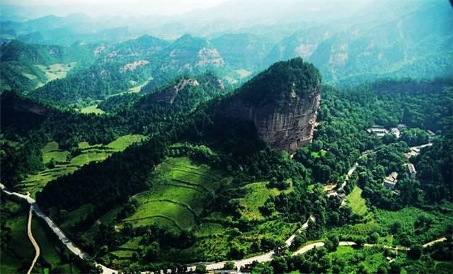 麦积山风景区由麦积山,仙人崖,石门,曲溪,街亭温泉五个子景区180多个