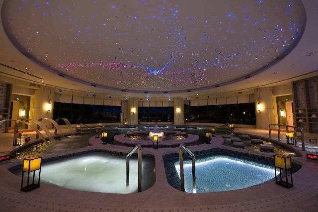 国际五星!¥599元抢龙门富力希尔顿度假酒店豪华房!五星早餐+无限次温泉门票+网红超大泳池!
